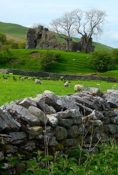 Pendragon Castle ruins located in Mallerstang dale - Cumbria, England Cumbria, England And Scotland, England Uk, Northern England, Lake District, Photo Chateau, Roi Arthur, King Arthur, British Countryside
