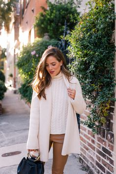 5 Staples of My Winter Wardrobe + Gift Ideas - Gal Meets Glam Fall Winter Outfits, Autumn Winter Fashion, Spring Outfits, Winter Style, Dress Winter, Winter Cardigan, Casual Winter, Winter Wear, Outfits Inspiration