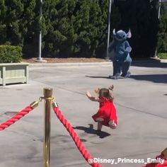 Cursed Images Discover How To Get Disney Characters To Fall Down You cant use Andys Coming anymore . heres how to get a character to fall down! Humor Disney, Funny Disney Memes, Funny Video Memes, Disney And Dreamworks, Disney Pixar, Disney World Characters, Disneyland Characters Funny, Walt Disney Animation Studios, Cute Stories