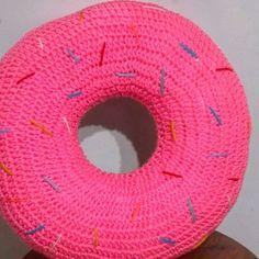Almohadon dona 🍩♡ Consultas o pedidos por mensaje privado o al mail que está en el perfil 😚 #donuts #crochet #crochetaddict #handmade #crochetargentina #hechoconamor #tejido #yarn #love #decoracion #deco #decor #design #diseño #crochetlove #artesanal #crocheted