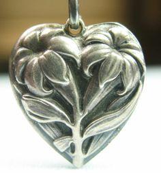 Puffy Heart Lily Flower Garden Easter Fleur de Lis Répoussé Vintage Silver Charm   eBay
