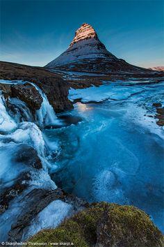 Fotografía Glowing Kirkjufell por Skarpi Thrainsson en 500px