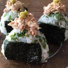 Must-Try Japanese Dishes Japanese Food Sushi, Japanese Dishes, Onigirazu, Breakfast Cafe, Homemade Ramen, Cafe Food, Aesthetic Food, Desert Recipes, Korean Food