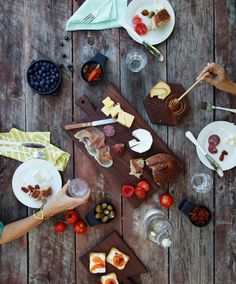 dining done right • Company Picnic, Sunny Afternoon, Summer Picnic, Garden Picnic, Picnic Time, Food Inspiration, Noodle, Food Styling, Appetizers