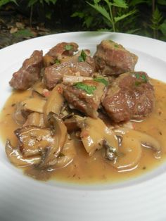 pork cheeks with mushrooms . - It's not easy - cuisine - Asian Recipes Slow Cooker Meat Recipes, Baked Meat Recipes, Healthy Meat Recipes, Meat Recipes For Dinner, Mexican Dinner Recipes, Asian Recipes, Beef Recipes, Vegetarian Recipes, Chicken Recipes