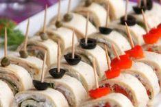 Nebaví Vás připravovat jednohubky na oslavu? Vyzkoušejte připravit rolky z tortily, je to jednodušší, rychlejší a podle mě i chutnější. Sandwich Torte, Pinwheels, Caramel Apples, Finger Foods, Food Inspiration, Tea Party, Sushi, Grilling, Salads