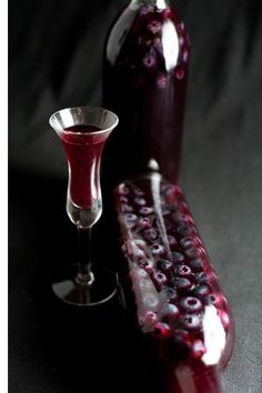 Homemade Blueberry Liqueur - another use for blueberries! Party Drinks, Cocktail Drinks, Fun Drinks, Yummy Drinks, Cocktail Recipes, Alcoholic Drinks, Liquor Drinks, Bourbon Drinks, Beverages
