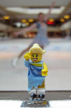 LEGO Collectible Minifigures Series 4 : Ice Skater
