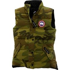 Canada Goose Womens Freestyle Vest ($345) ❤ liked on Polyvore featuring outerwear, vests, classic camo, pocket vest, zip vest, slim fit vest, brown vest and canada goose vest