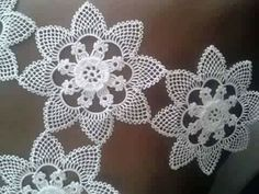 This Pin was discovered by ben Filet Crochet, Crochet Doilies, Crochet Flowers, Crochet Stitches, Crochet Dress Girl, Thread Art, Needle Lace, Needlepoint, Tatting