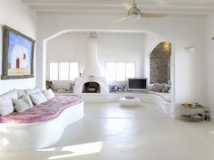 white greek holiday villa in mykonos Home Interior, Interior Architecture, Interior Decorating, Interior Design, Greek Bedroom, La Croix Valmer, Myconos, Urban Decor, Greek House