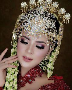 Cambodian Wedding Dress, Javanese Wedding, Indonesian Wedding, Foto Wedding, Wedding Bride, Wedding Poses, Wedding Photoshoot, Wedding Ideas, Muslimah Wedding