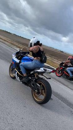 Girl Riding Motorcycle, Dirt Bike Girl, Motorbike Girl, Biker Girl, Gif Motos, Girl Motorcyclist, Tron Bike, Ninja Bike, Chicks On Bikes