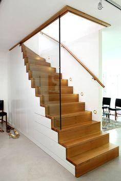 Tu tez kolor drewna Staircase Storage, House Staircase, Stair Storage, Railing Design, Stair Railing, Staircase Design, Interior Stairs, Interior Design Living Room, Modern Stairs