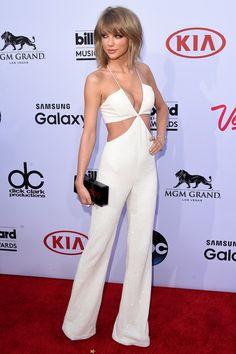 Billboard Music Awards. Taylor Swift, una de las triunfadoras de la noche (se llevó 8 premios, entre ellos Artista del Año y Mejor cantante femenina) posó con un mono cut out de Balmain, la firma de la gala.