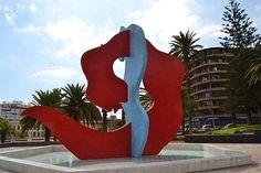 Escultura fuente Fighting Snakes del portugués José de Guimarães