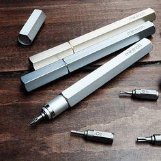 Vejam que beleza esta ferramenta de alumínio. Com a ponta trocável, vc mexe no seu gadget com estilo! Veja mais clicando em Pen Material 6061 aluminum, sand-blasting finish Bits Material SAE 8660 (...