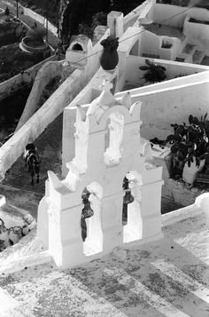 John Winder.Σαντορίνη 1974 Greece Pictures, Santorini Island, Greek Islands, Vintage Pictures, Old Photos, Landscape Photography, Past, Black And White, History