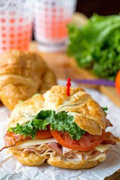 Club Croissant Sandwich California Club Croissant Sandwich - easy lunch recipe that is so tasty!California Club Croissant Sandwich - easy lunch recipe that is so tasty! Sandwiches For Lunch, Delicious Sandwiches, Soup And Sandwich, Turkey Club Sandwich, Club Sandwich Recipes, Gourmet Sandwiches, Healthy Sandwiches, Best Sandwich, Chicken Sandwich