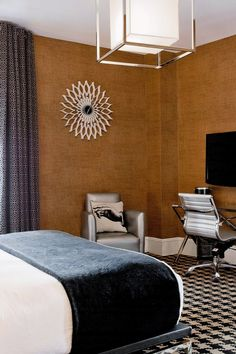 Ameritania's 223 guestrooms have beige textured walls, blackout curtains and low-slung beds. #Jetsetter  At Times Square