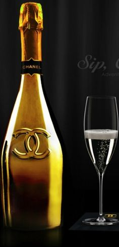Chanel Champagne Birthday Drink this year. I want to be surrounded by bottles of Pink Champagne! Cupcake Original, Champagne Moet, Champagne Taste, Champagne Bottles, Cheers, Gabrielle Bonheur Chanel, Moet Chandon, Everything Pink, Luxury Life