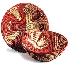 Cestini sardi di fieno marino Sardinia Italia, Culture Of Italy, Indian Baskets, Italian Life, Italy Travel, Textures Patterns, Pixel Art, Decorative Bowls, Crafts
