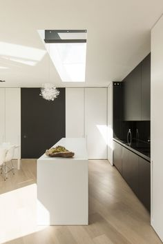 Bayens Architects. Love the softness of the floors and the contrast of colors. Pinned by Nelly Camacho-Greene.