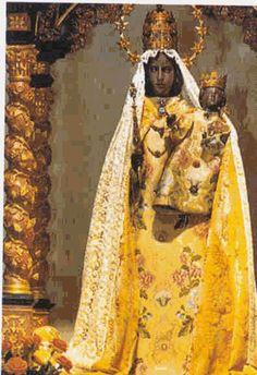 black madonna statue | Black Madonna Statue]