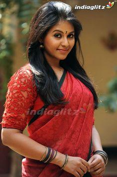 Tamil Actress Photos Anjali o Beautiful Girl Indian, Most Beautiful Indian Actress, Beautiful Actresses, Indian Girls Images, Saree Models, Tamil Actress Photos, Bollywood Girls, Indian Beauty Saree, Celebs