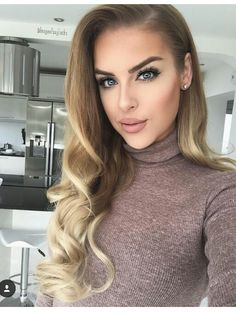 """""""Getting lots of questions about which makeup I use, so I've compiled a list! I recently bought a load of makeup from which I loooove 🙌🏼 Find…"""" Spring Hairstyles, Everyday Hairstyles, Pretty Hairstyles, Hair Inspo, Hair Inspiration, Alexis Sanchez, Beautiful Hair Color, Simply Beautiful, Edgy Hair"""