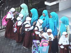 Čestné uznání: Fairuz Augustine Amalia (8 let), SD Muhammadiyah GKB 2, Gresik, Indonézie Mandala, Asia, Mandalas