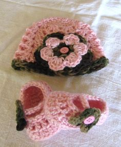Pink & Camo Baby Booties & Hat Set Flower Crochet Beanie Shoes Beanie 0-3 Months