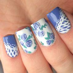 Blue roses nails