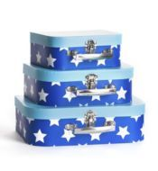 Star suitcases -- great way to decorate a boys room - claradeparis.com ♥