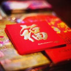 """CNY is around the corner! Have you prepared your """"Lai See"""" (利是 Red Envelop) to give away? Just wondering if the Lai See etiquette in Hong Kong is different from Chinese community in overseas. In Hong Kong, no matter how old you are, as long as you're still single, you'll be receiving Lai See from your married friends, family and even colleagues. I heard this is not the case in other countries, is that true? Anymore differences that you know about? #allabouthongkong"""