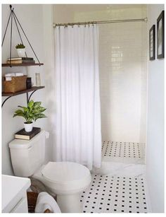 Modern Small Bathrooms, Black White Bathrooms, Amazing Bathrooms, Bathroom Black, Bathroom Modern, White Bathroom Decor, Country Bathrooms, Tiny Bathrooms, Modern Shower