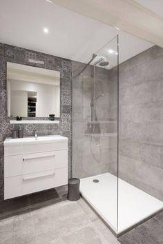 small Bathroom Decor Salle de bains pure et design - bathroomdecor Small Bathroom With Shower, Laundry In Bathroom, Bathroom Renos, Bathroom Layout, Modern Bathroom Design, Bathroom Interior Design, Bathroom Renovations, Remodel Bathroom, Bathroom Designs