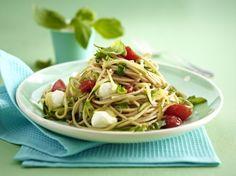 Schnelle Tomaten-Zucchini-Spaghetti mit Mozzarella