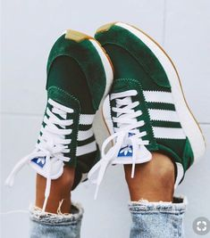 Schuhe - Frauen und ihre Schuhe sneakers,inexperienced,adidas sneakers Accessorizing Your Leather-ba Fashion Moda, Look Fashion, Womens Fashion, Spring Fashion, Tween Fashion, Fashion Styles, Sneakers Mode, Best Sneakers, Sneakers Adidas
