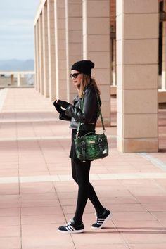 WHEN IN DOUBT, WEAR BLACK | My Daily Style en stylelovely.com