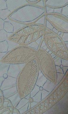 Romanian point lace in progress … Filet Crochet, Freeform Crochet, Irish Crochet, Crochet Motif, Crochet Lace, Lace Embroidery, Hand Embroidery Designs, Embroidery Patterns, Lace Patterns