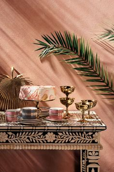 hm home 2019 Colorful Opulence In - hm Eclectic Design, Eclectic Decor, Ideas De Catering, Grand Vase En Verre, Hm Home, Porcelain Mugs, Diy Décoration, Mehndi Decor, One Kings Lane