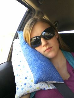 Adult Seat-belt Travel Pillow Tutorial | PinLog - easily downsized for kids. Gotta get these done before our trip to Calgary!