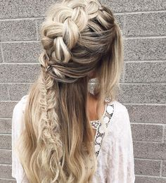 Summer wedding season is upon us! We're collecting ideas for brides to be and this simple braid turned into a whimsical and fun wedding hairstyle