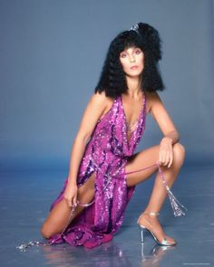 Singer and actress Cher poses for a portrait in 1978 in Los Angeles, California. Get premium, high resolution news photos at Getty Images Fashion Books, 70s Fashion, Paper Fashion, Fashion Art, Divas Pop, Chica Punk, Cher Photos, Cher Bono, Bob Mackie