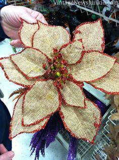 Flor de Pascua hecha con tela de saco y rematada en punto de festón de color rojo