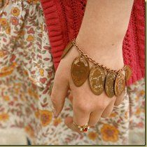 Pressed Pennies Bracelet in 12 Jewelry Projects to Make This Evening eBook - perfect souvenier bracelett