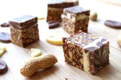 Carrés cacahuètes chocolat blanc et au lait