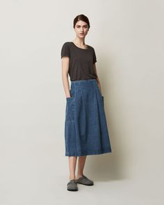 Full, pleated skirt, resting neatly on the hips, in a weighty, supple…