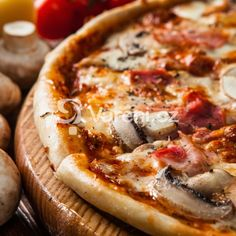 Domácí těsto na pizzu recept - Vareni.cz Hawaiian Pizza, Italian Recipes, Camembert Cheese, Food, Essen, Meals, Yemek, Eten